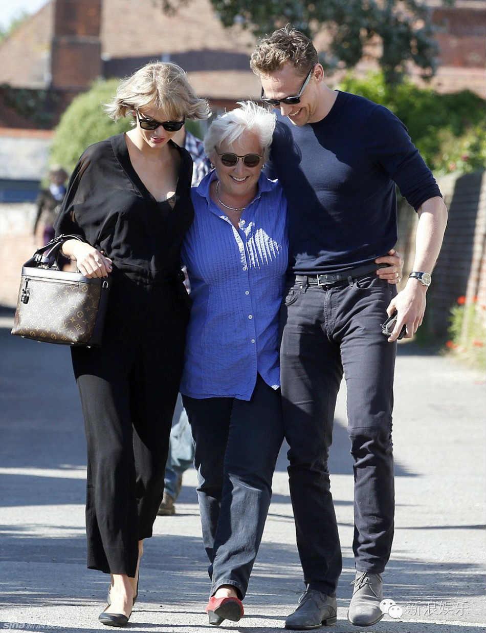 """Tom Hiddleston bị """"soi"""" đi một đôi giày hẹn hò Taylor Swift - 7"""