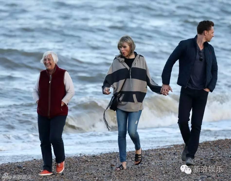 """Tom Hiddleston bị """"soi"""" đi một đôi giày hẹn hò Taylor Swift - 8"""