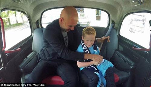 Pep Guardiola thừa nhận với fan nhí khó mang Messi về với 'Man xanh' - 1