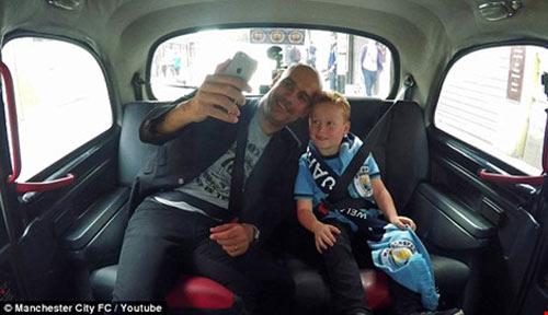 Pep Guardiola thừa nhận với fan nhí khó mang Messi về với 'Man xanh' - 2