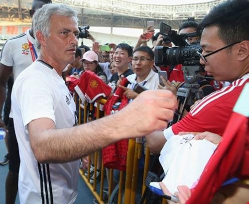 'Tia chớp' Usain Bolt tha thiết muốn làm học trò của Mourinho tại M.U - 2