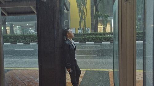 Trung Quân Idol dùng xe bồn 100 lít để tạo mưa trong MV - 3