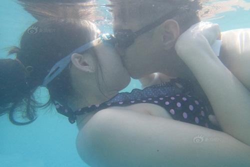 """Thi hôn nhau dưới nước với nhiều tư thế """"khó đỡ"""" - 2"""