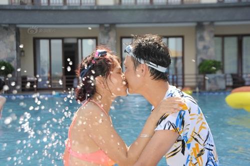 """Thi hôn nhau dưới nước với nhiều tư thế """"khó đỡ"""" - 3"""