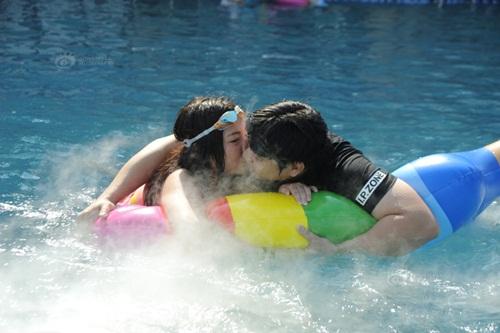 """Thi hôn nhau dưới nước với nhiều tư thế """"khó đỡ"""" - 7"""