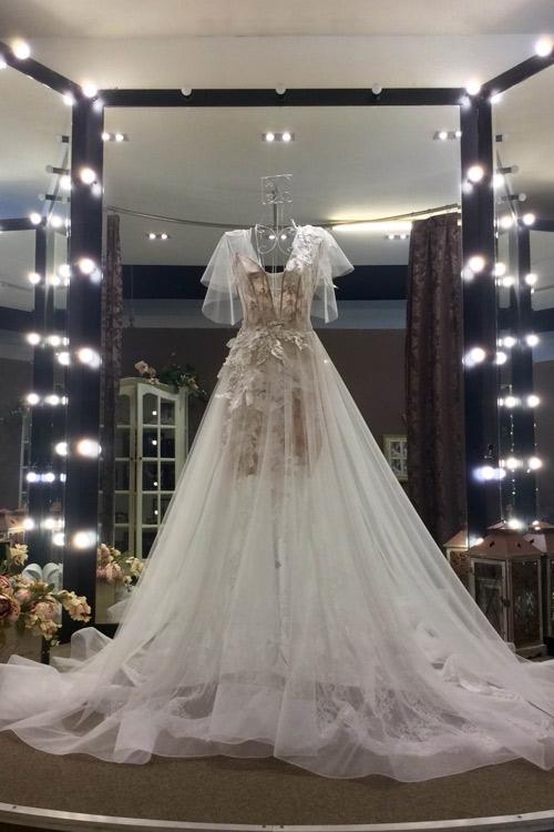 Bật mí về áo dài, váy cưới kỳ công của Ngọc Lan - 7