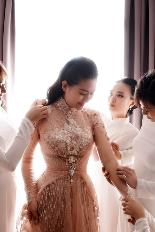 Bật mí về áo dài, váy cưới kỳ công của Ngọc Lan - 3