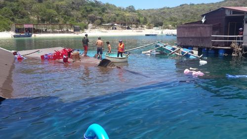 Sập nhà hàng nổi ở Ninh Thuận: Giẫm đạp đến đuối nước? - 1