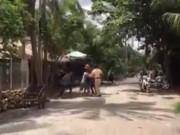 Ba thanh niên nhậu xỉn vây đánh cảnh sát giao thông