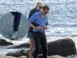 """Tom Hiddleston bị """"soi"""" đi một đôi giày hẹn hò Taylor Swift"""