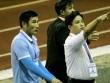 Fan Cần thơ nổi giận, ném chai lọ vào HLV phó Sài Gòn