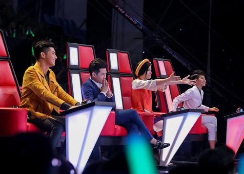 """The Voice Kids tập 1: Đông Nhi """"hốt"""" hết thí sinh xuất sắc - 1"""
