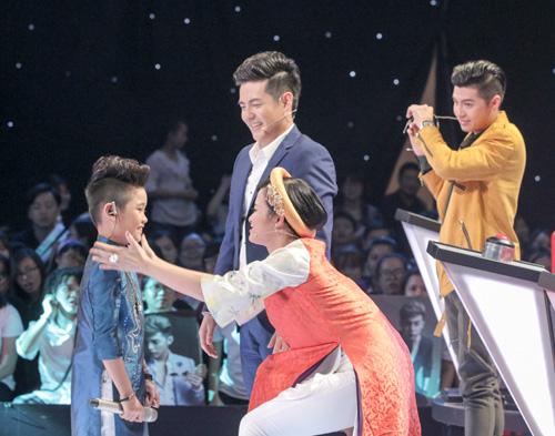 """The Voice Kids tập 1: Đông Nhi """"hốt"""" hết thí sinh xuất sắc - 3"""