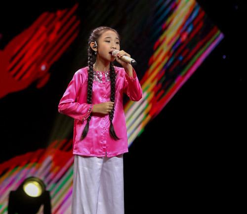 """The Voice Kids tập 1: Đông Nhi """"hốt"""" hết thí sinh xuất sắc - 4"""