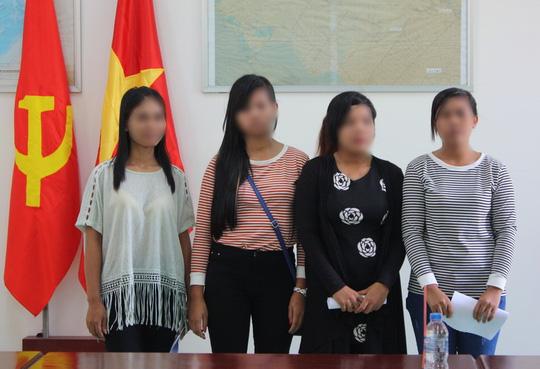 Giải cứu 4 cô gái khỏi quán 'cà phê ôm' ở Campuchia - 1
