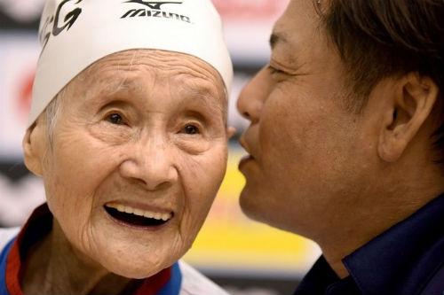 Cụ bà 101 tuổi hướng tới kỷ lục bơi lội ở Olympic - 1