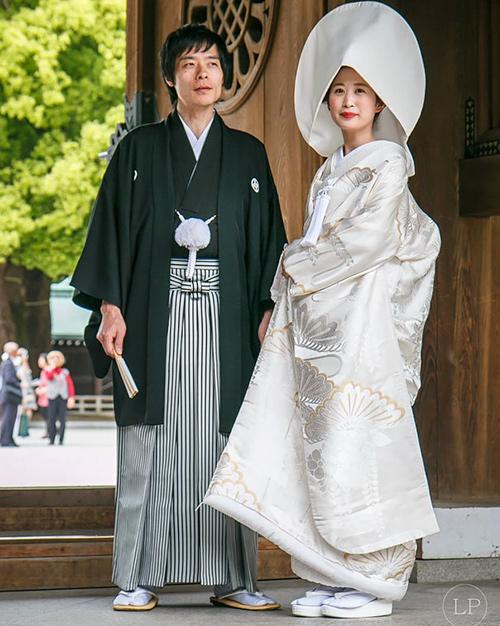 Trang phục cưới lạ mắt của các cặp đôi trên thế giới - 5