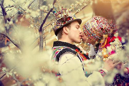 Trang phục cưới lạ mắt của các cặp đôi trên thế giới - 8