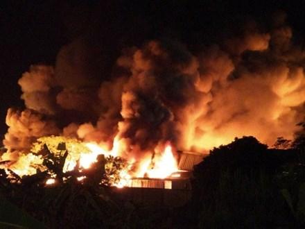 Cháy lớn tại nhà máy sản xuất nến Hải Phòng - 1