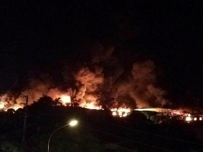 Cháy lớn tại nhà máy sản xuất nến Hải Phòng - 2