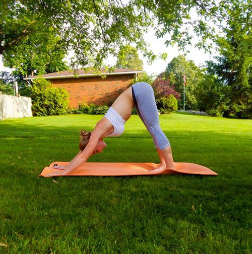 9 bài tập yoga vào buổi sáng giúp thân hình khỏe, đẹp - 2