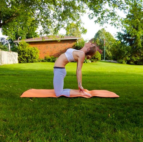 9 bài tập yoga vào buổi sáng giúp thân hình khỏe, đẹp - 4