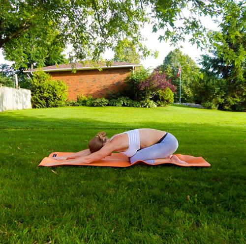 9 bài tập yoga vào buổi sáng giúp thân hình khỏe, đẹp - 1