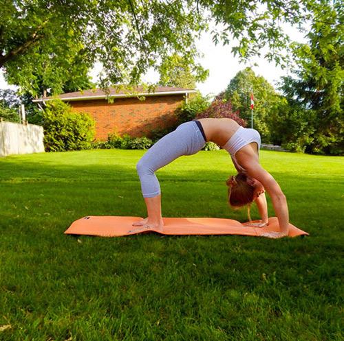 9 bài tập yoga vào buổi sáng giúp thân hình khỏe, đẹp - 7