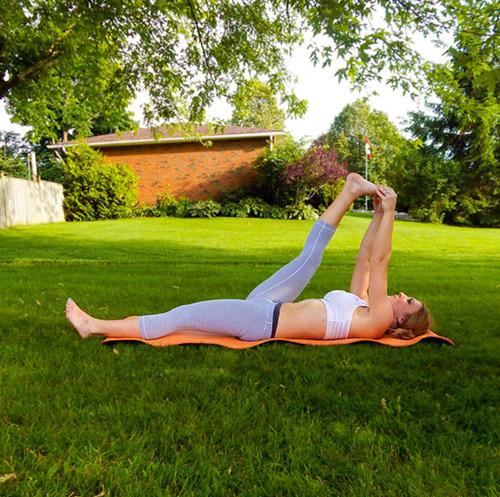 9 bài tập yoga vào buổi sáng giúp thân hình khỏe, đẹp - 8