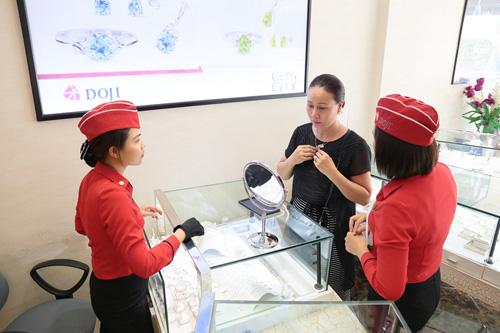 """Không khí mua sắm """"nóng"""" tại các trung tâm Trang sức DOJI - 4"""