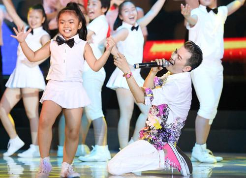 Hồ Ngọc Hà mặc táo bạo biểu diễn sung - 5