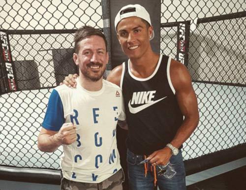 """Ronaldo đọ 6 múi, quyết đấu """"Gã điên UFC"""" - 3"""