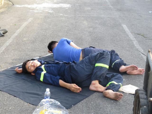 Hiện trường tan hoang sau vụ cháy xưởng nến suốt đêm - 3