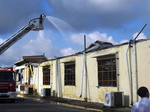 Hiện trường tan hoang sau vụ cháy xưởng nến suốt đêm - 5