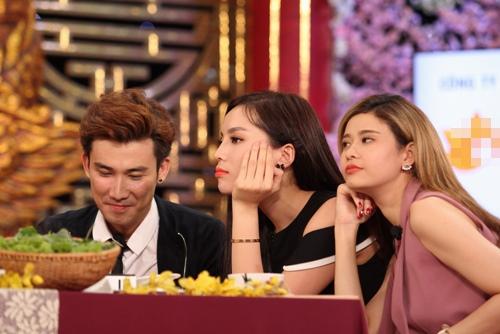 """Kỳ Duyên """"nổi cáu"""" vì phải nhìn Trường Giang ăn trong gameshow - 2"""