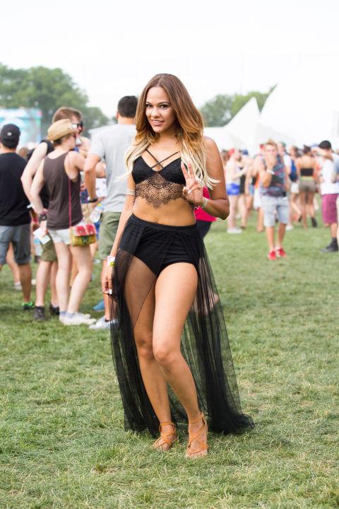 Áo lót, bikini, váy siêu ngắn tràn ngập lễ hội âm nhạc - 13