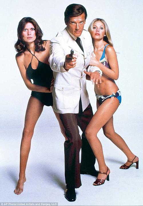 """Nhan sắc Bond girl gợi cảm 1 thời bị """"dao kéo"""" tàn phá - 3"""