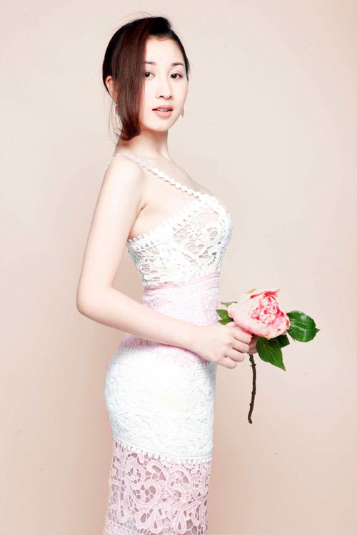 Á hậu điện ảnh Xuân Quỳnh dịu dàng nữ tính trong bộ ảnh mới - 3