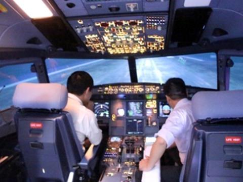 Phi công bất an vì tiếp tục bị chiếu tia laze vào buồng lái - 2