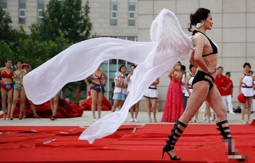 Choáng với màn thi bikini của bô lão Trung Quốc - 6