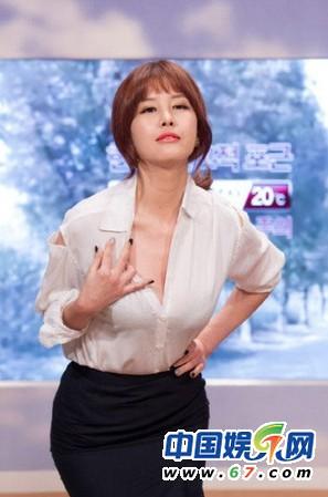 Nữ MC vạch áo, xé váy trên truyền hình lại gây sốt - 3
