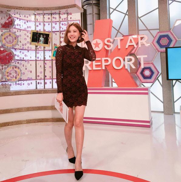 Nữ MC vạch áo, xé váy trên truyền hình lại gây sốt - 9