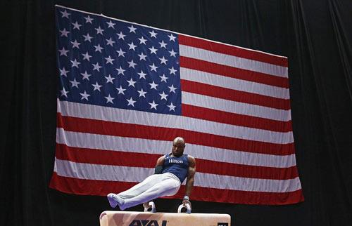 Dàn VĐV mỹ nam, mỹ nữ khoe thân hình lung linh trước Olympic - 2