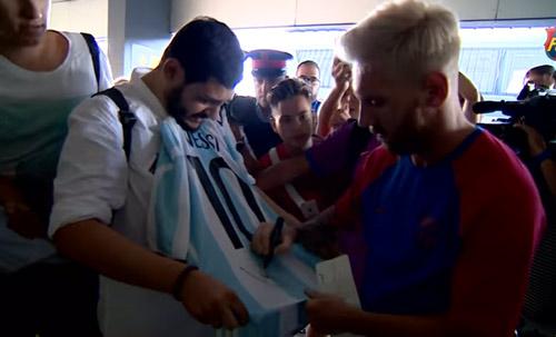 Messi với mái tóc gây bão hội quân cùng Barca - 6