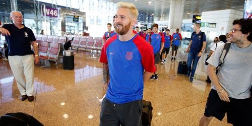 Messi với mái tóc gây bão hội quân cùng Barca - 1