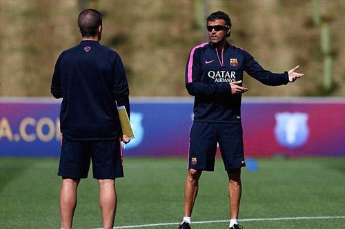 Messi với mái tóc gây bão hội quân cùng Barca - 9