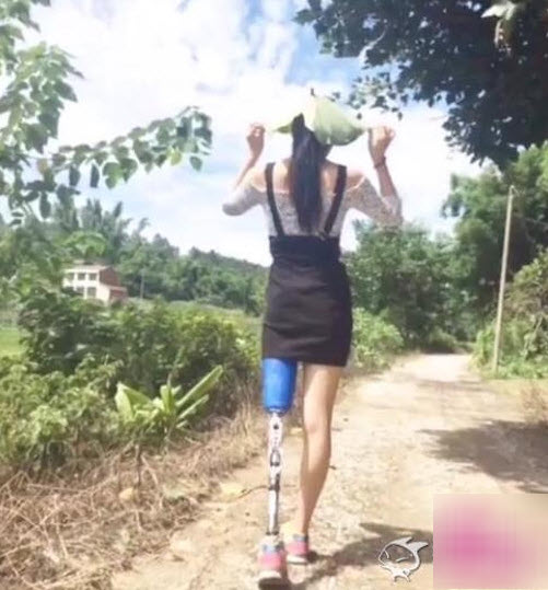 Nghị lực của mỹ nữ một chân khiến dân mạng nể phục - 2