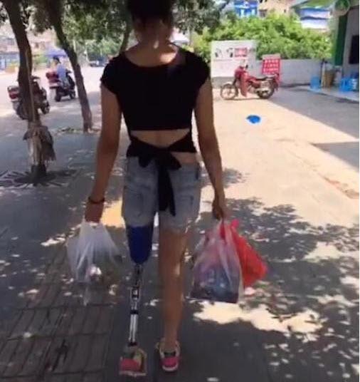 Nghị lực của mỹ nữ một chân khiến dân mạng nể phục - 4