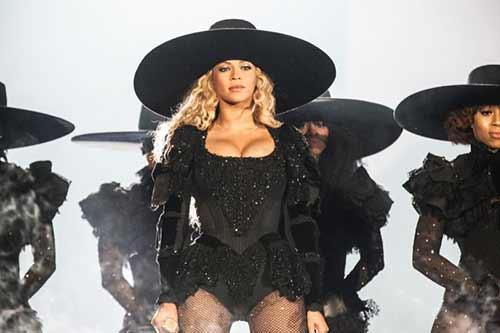 """Tủ đồ ấn tượng của Beyonce trong """"Formation World Tour"""" - 5"""