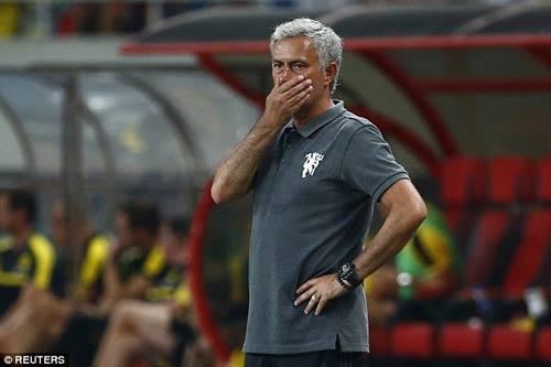 MU – Mourinho: Vá chỗ nọ, hổng chỗ kia - 1